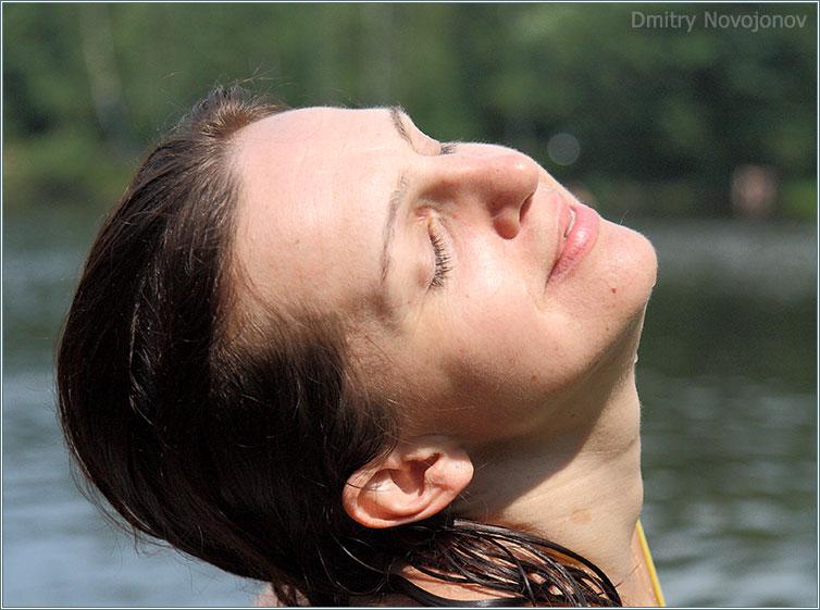 Блаженство : Можно позавидовать тому чувству, что написано не ее лице. А ведь для этого нужно не много, солнышко, озеро и - самое главное - хорошее настроение. (Фотограф Дмитрий Новоженов)