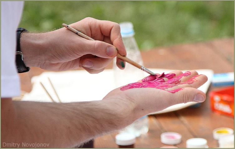 Красота спасет мир : Вот именно это и есть творчество - не взять в руку кисть, а превратить в кисть всю руку =))) (Фотограф Дмитрий Новоженов)