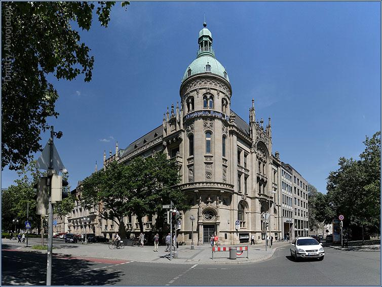 Deutsche Bank : Величественное здание - внушает уверенность в завтрашнем дне (Фотограф Дмитрий Новоженов)